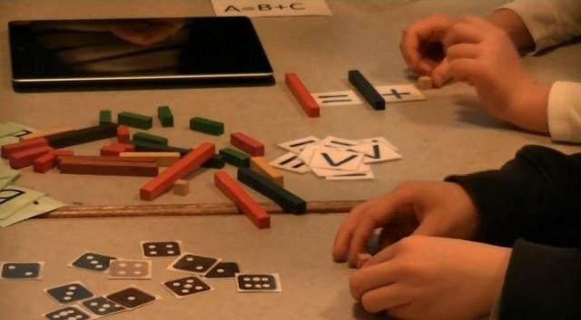 Học toán giống như học chơi các trò chơi mà mỗi trò chơi đều tuân theo một số quy tắc logic cụ thể.